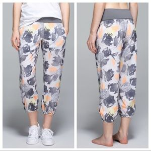 Lululemon Om Pants in Mini Art Pop Print